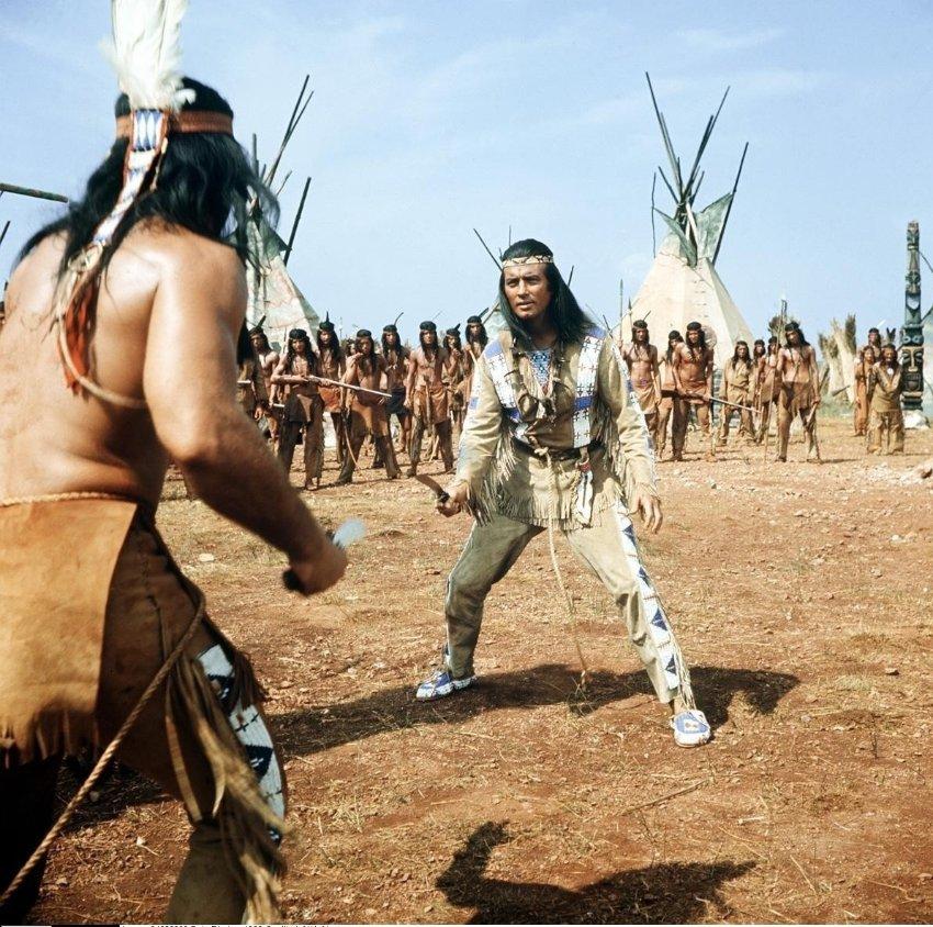 FILMBILD / T: Winnetou I / Vinetu I D: Pierre Brice R: Harald Reinl P: BRD/YU/F J: 1963 DA:  - Nutzung von Filmszenebildern nur bei Filmtitelnennung und/oder in Zusammenhang mit Berichterstattung ueber den Film. Originaldateiname: 419179.JPG JADIS BildID: 419179 Pierre Brice in seiner Paraderolle als Apache Winnetou, hier Teil 1 von 1963.