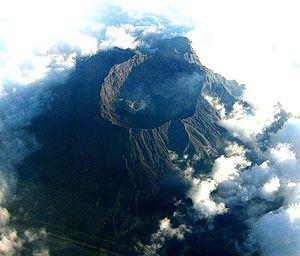 300px-Mount_Raung_Wikipedia
