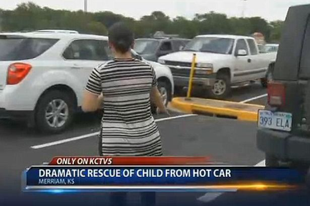 Heroic-mom-smashes-car-window-to-rescue-little-girl-locked-inside-in-100F (2)