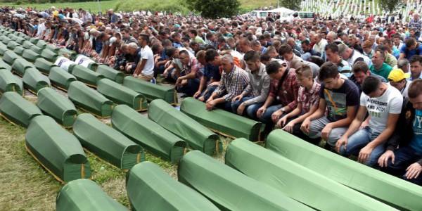 Srebrenicai mészárlás