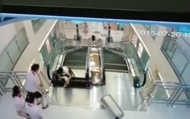 escalator-stuck-1