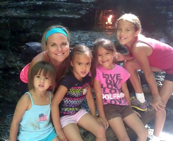 mom-adopts-4-daughters-brain-cancer-death-best-friends-elizabeth-diamond-laura-ruffino-4 (1)