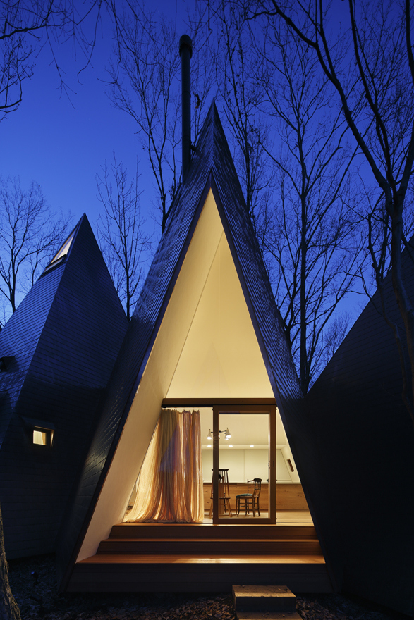 timber-vacation-house-shaped-as-tepee-9