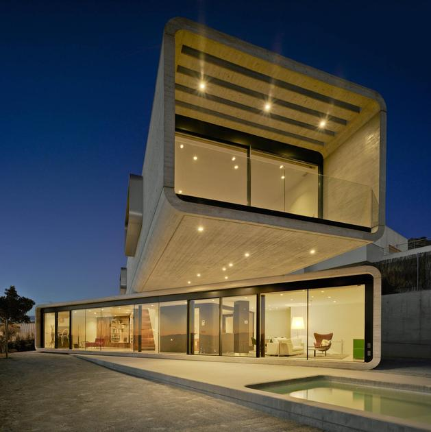concrete-cantilever-house-clavel-arquitectos-2-thumb-autox630-55534