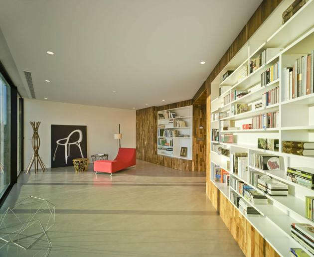 concrete-cantilever-house-clavel-arquitectos-5-thumb-630xauto-55540