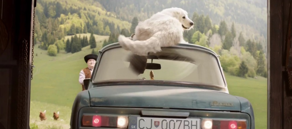 funny-ad-shows-a-dog-and-chick-assisting-with-parking-an-old-skoda-video-96848_1