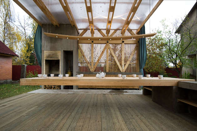 outdoor-dining-terrace-features-a-console-table-for-15-people-3-thumb-630xauto-55419