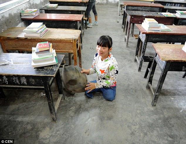 2CA32DDA00000578-3244947-Her_determination_to_go_to_school-m-45_1442938706234