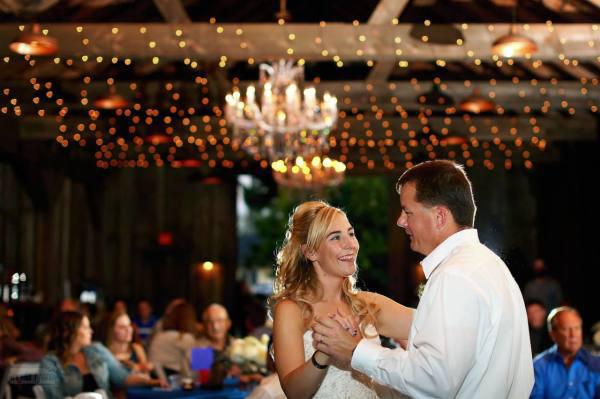 after-her-dad-died-on-duty-this-bride-got-an-emotional-surprise-on-the-dance-floor-6