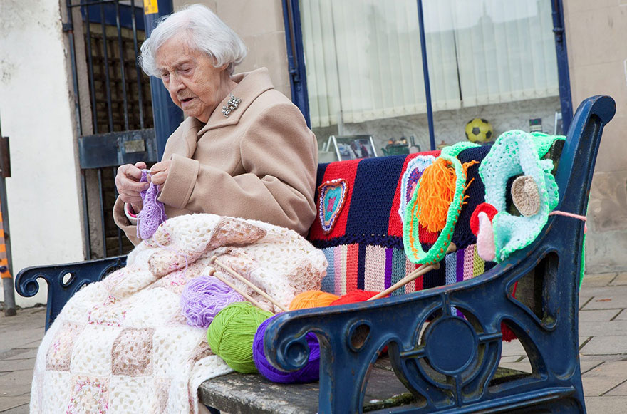 grandmother-yarn-bomb-uk-souter-stormers-knitting-104-year-old-grace-brett-5