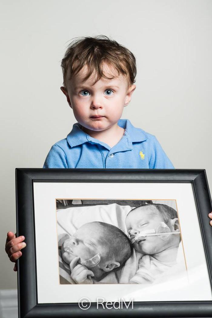 Noah, 32 hétre született, lány ikertestvére, Victora egy héttel később meghalt