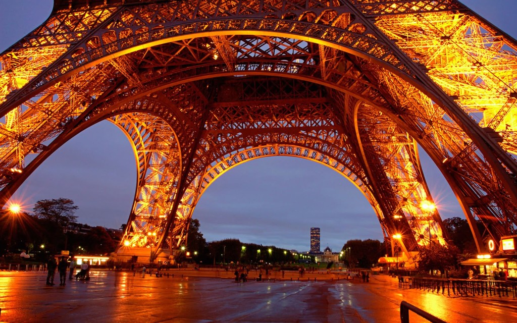 tour-eiffel-at-night