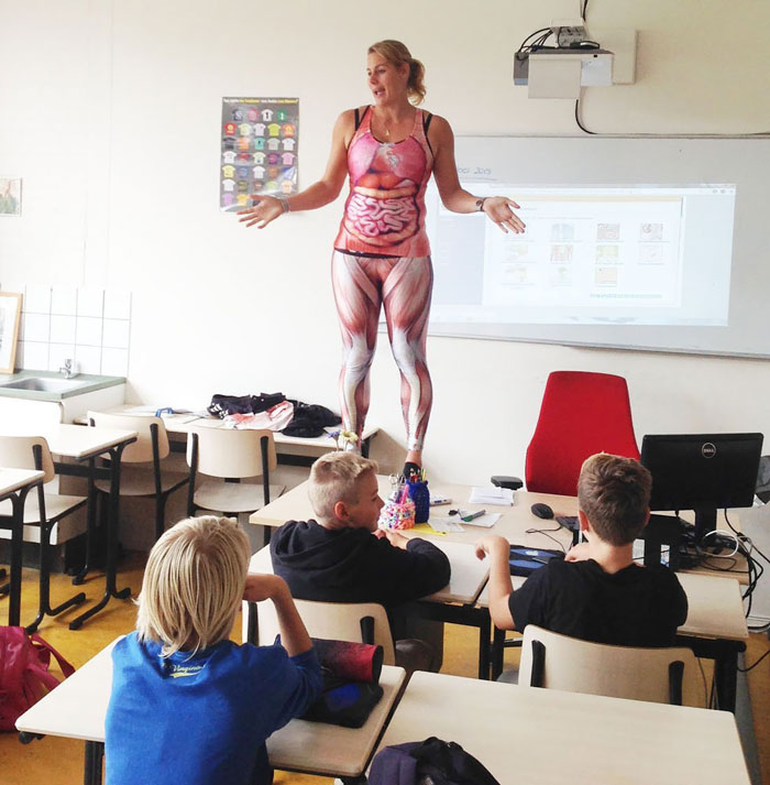 biology-teacher-spandex-anatomy-class-debby-heerkens-groene-hart-5