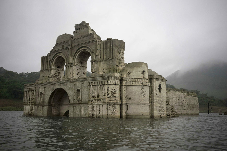 colonial-church-emerges-water-resevoir-temple-santiago-quechula-mexico-3