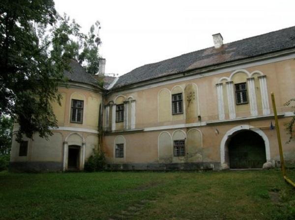 erdélyi gyalui várkastély