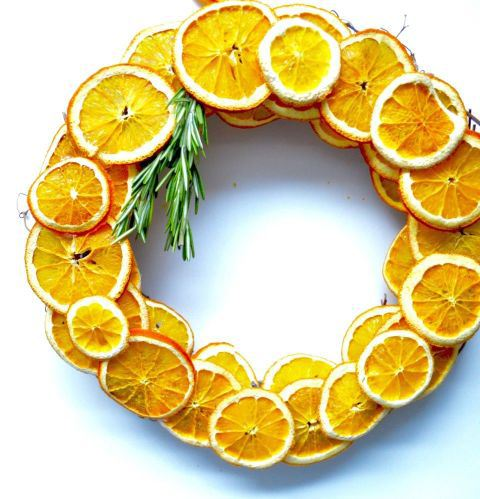 gallery-1444767657-dried-orange-wreath