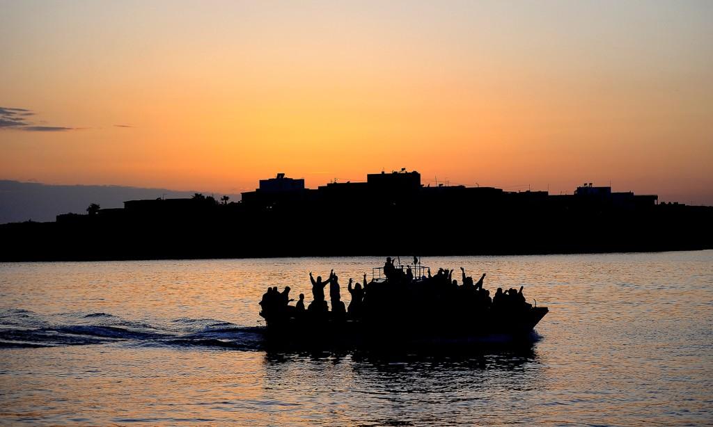 A boat carring Tunisian migrants enters the port of Lampedusa  on April 12, 2011.<div class='article-ad'><script src=