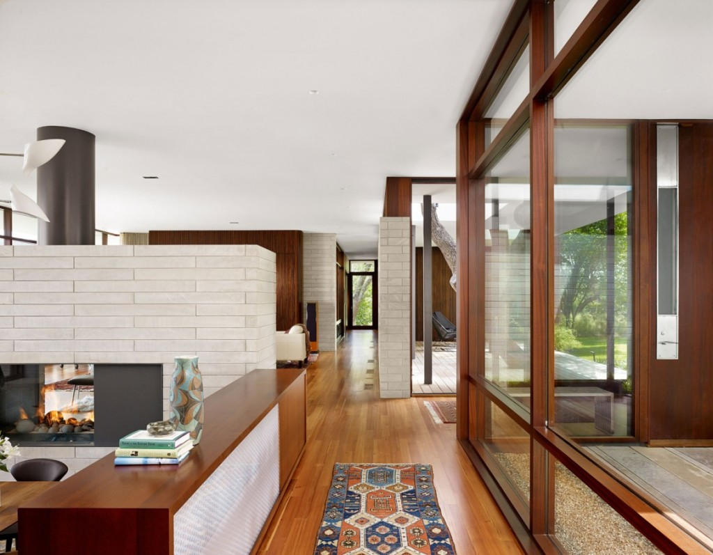 lake-view-residence-social-areas-connected-by-hallway