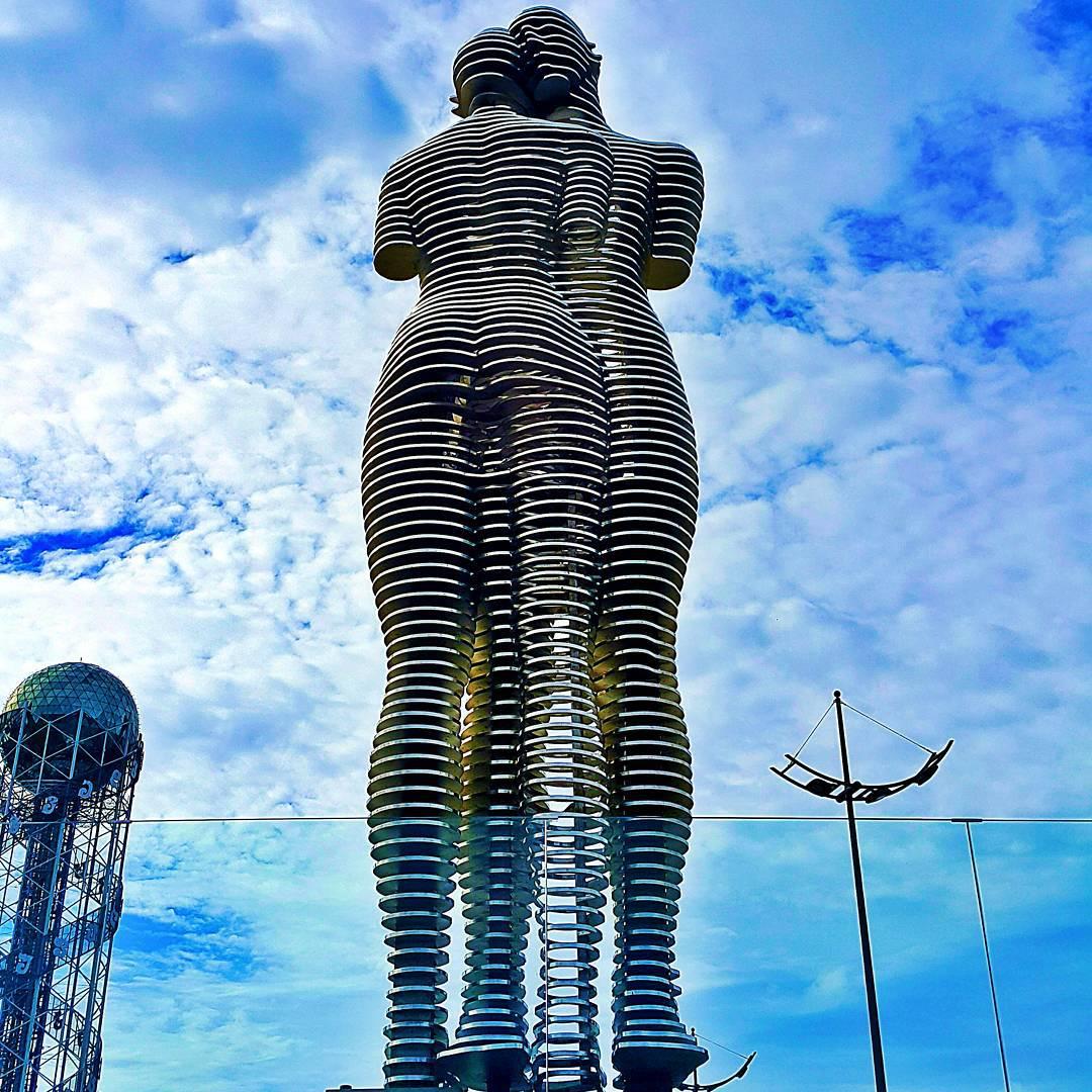 metal-statue-love-story-ali-nino-tamara-kvesitadze-georgia-2