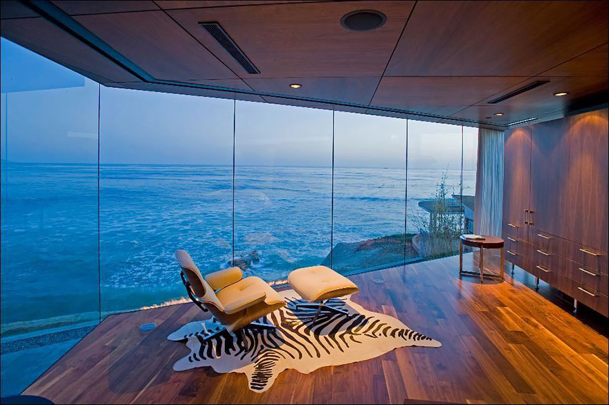 rooms-with-amazing-view-16__880