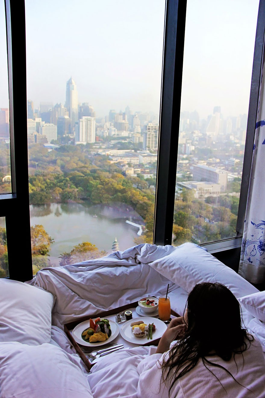 rooms-with-amazing-view-28__880