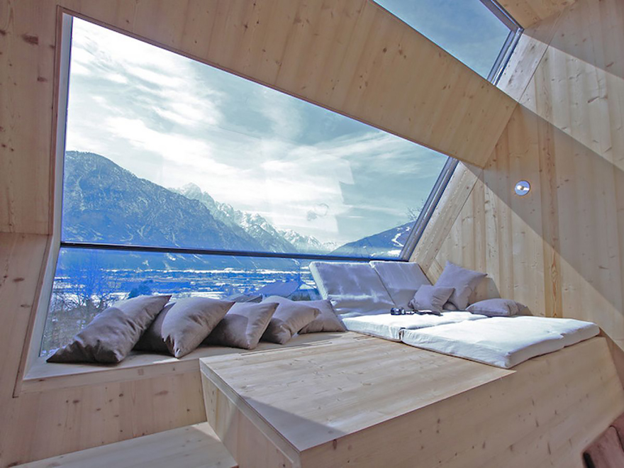 rooms-with-amazing-view-8__880