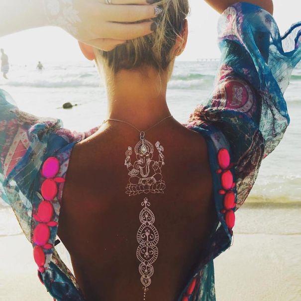 white-henna-tattoo-temporary-women-instagram-trend3__605