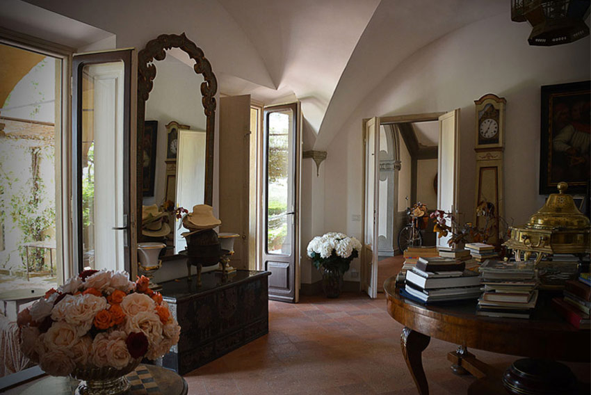 1444233260-sting-tuscan-estate-vacation-home-06