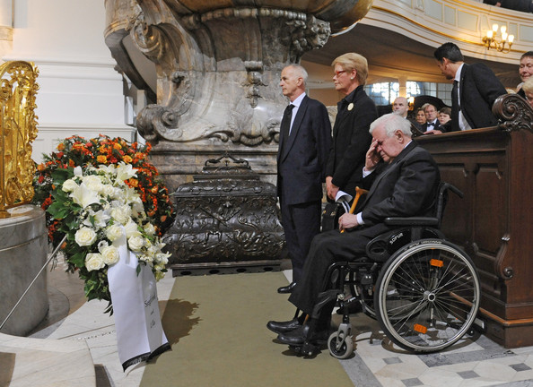 Helmut+Schmidt+Funeral+Service+Loki+Schmidt+fdgyw1G8g3Zl
