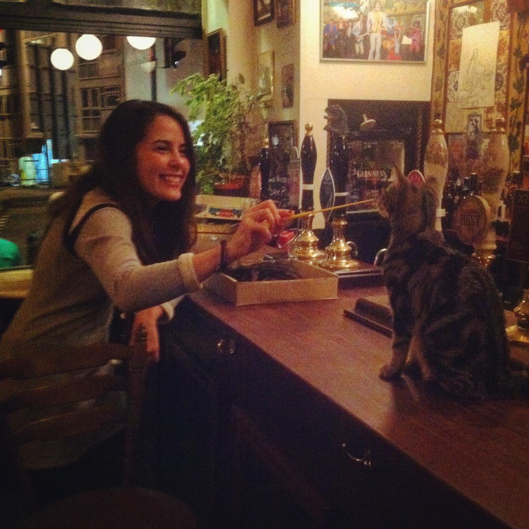 cat-pub-bar-bag-of-nails-bristol-uk-13
