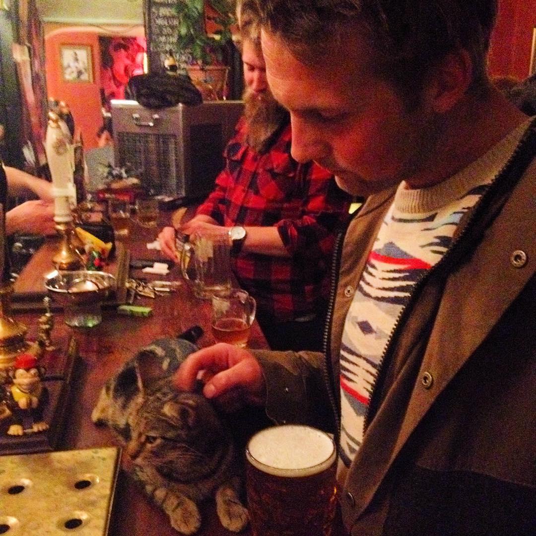 cat-pub-bar-bag-of-nails-bristol-uk-23