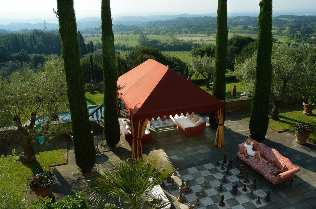 gallery-1444233195-sting-tuscan-estate-vacation-home-03