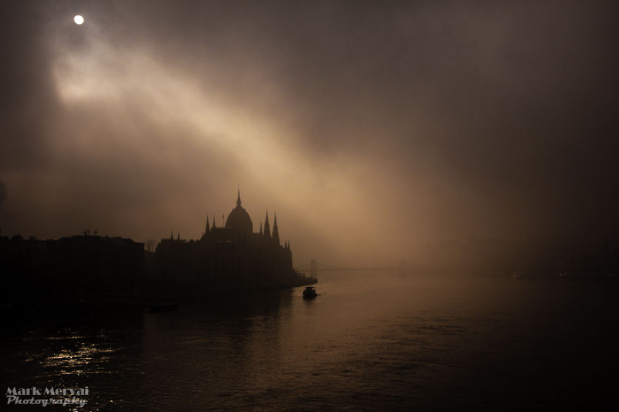 i-hunt-for-fog-to-capture-apocalyptic-photos-of-cities__880