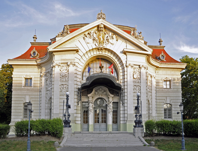 2011-07-16 Kecskemét. A Katona József Színház homlokzata.