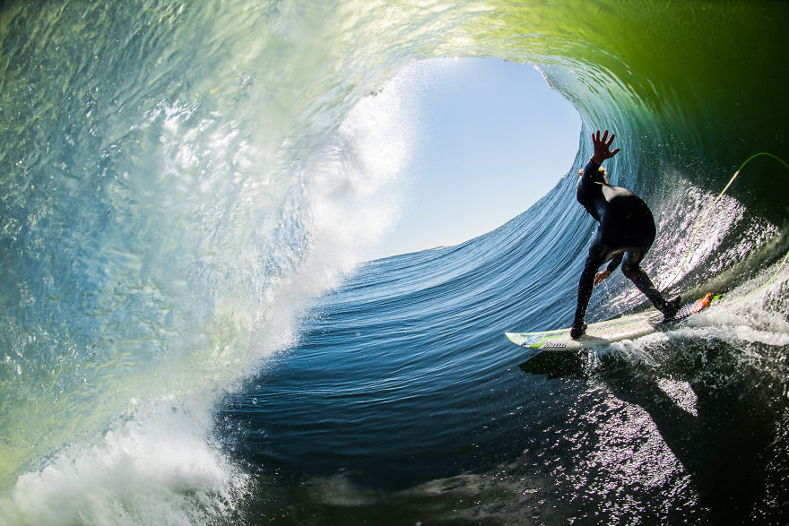 photographing-surfers-in-the-barrel-at-night-13__880