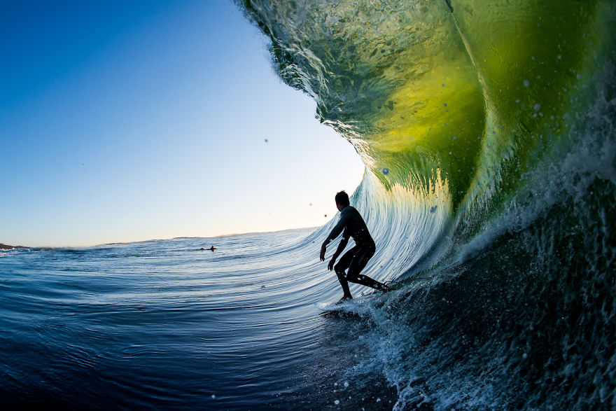 photographing-surfers-in-the-barrel-at-night-15__880