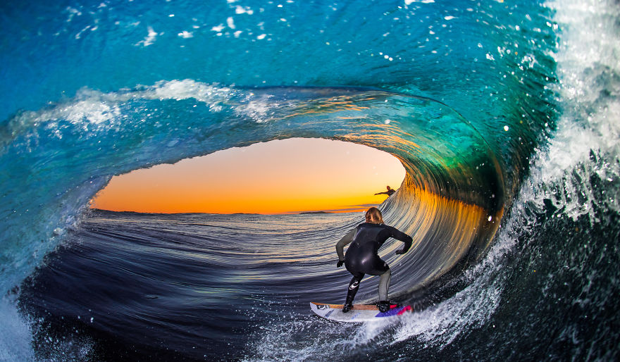 photographing-surfers-in-the-barrel-at-night-2__880