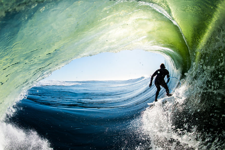 photographing-surfers-in-the-barrel-at-night-4__880