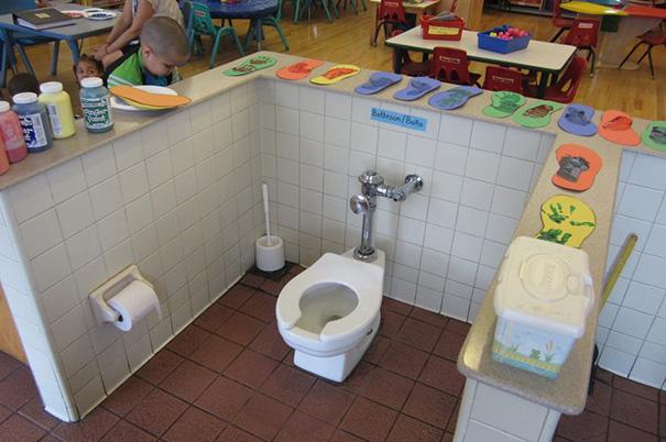 A legjobb, amikor az óvodások egy térben ehetnek azokkal, akik épp WC-re mennek
