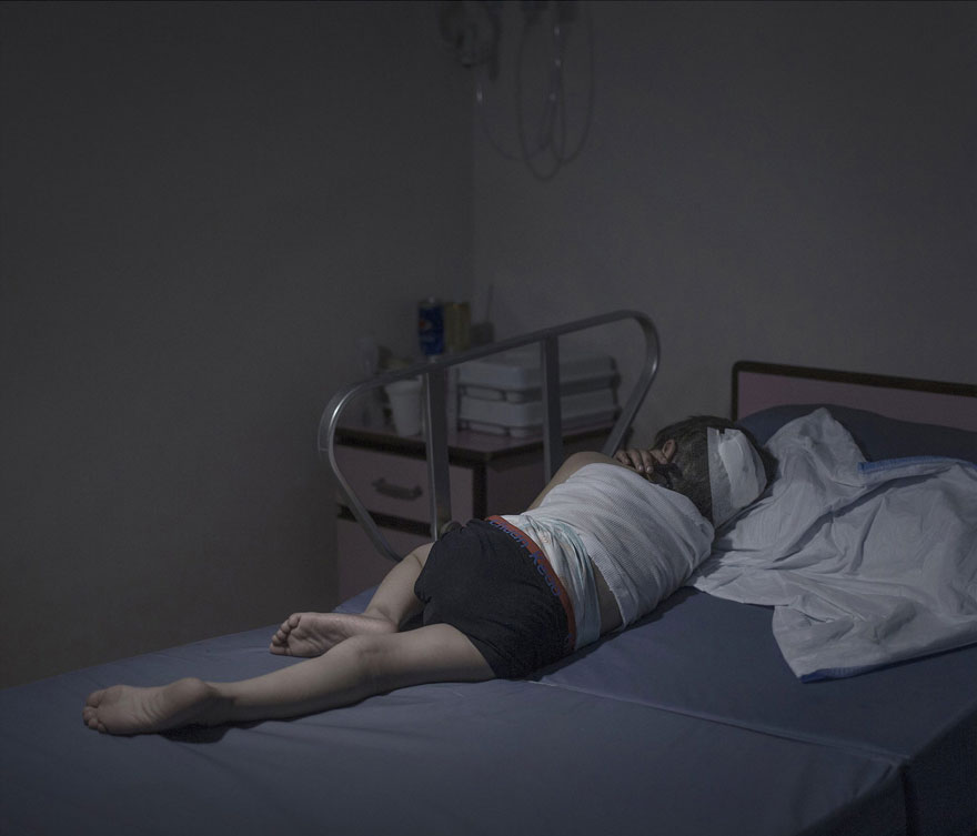 where-children-sleep-syrian-refugee-crisis-photography-magnus-wennman-10