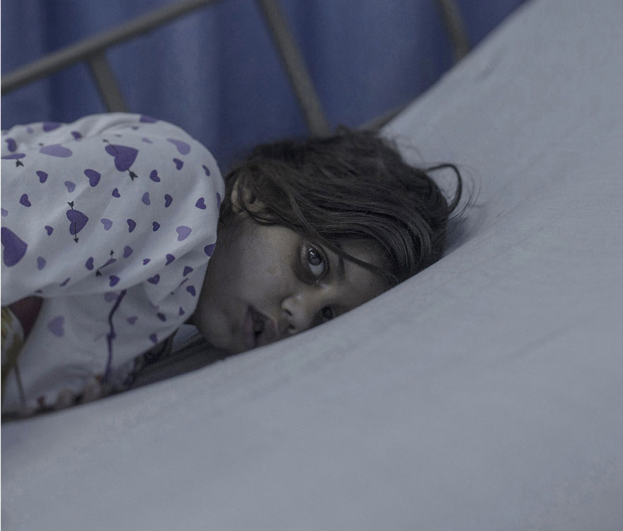 where-children-sleep-syrian-refugee-crisis-photography-magnus-wennman-19