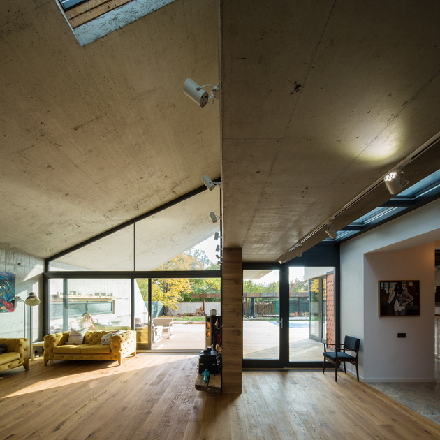 14-asymmetrical-concrete-addition-modernises-existing-home-thumb-630xauto-60114