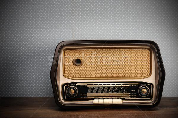1472478_antik-rádió-klasszikus-háttér-zene-fa