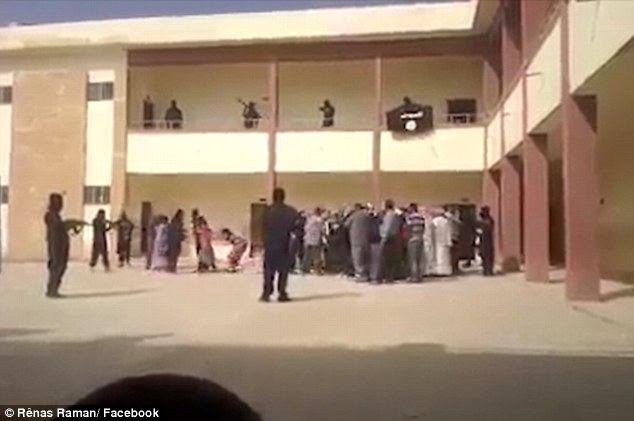 2F7C46E900000578-3366337-Harrowing_Shocking_footage_has_emerged_which_appears_to_show_ISI-a-19_1450469419474