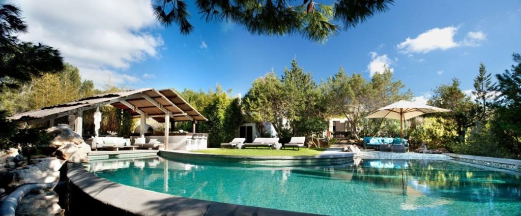 Modern-Ibiza-home-by-TG-Studio-large-swimming-pool