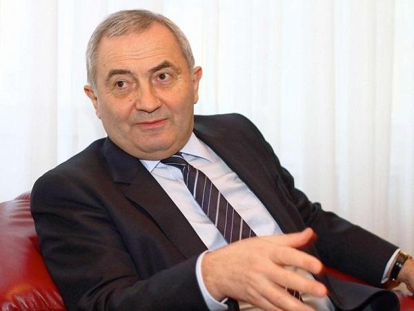 azar Comanescu