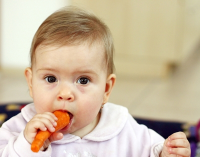 baby-eating-carrot400
