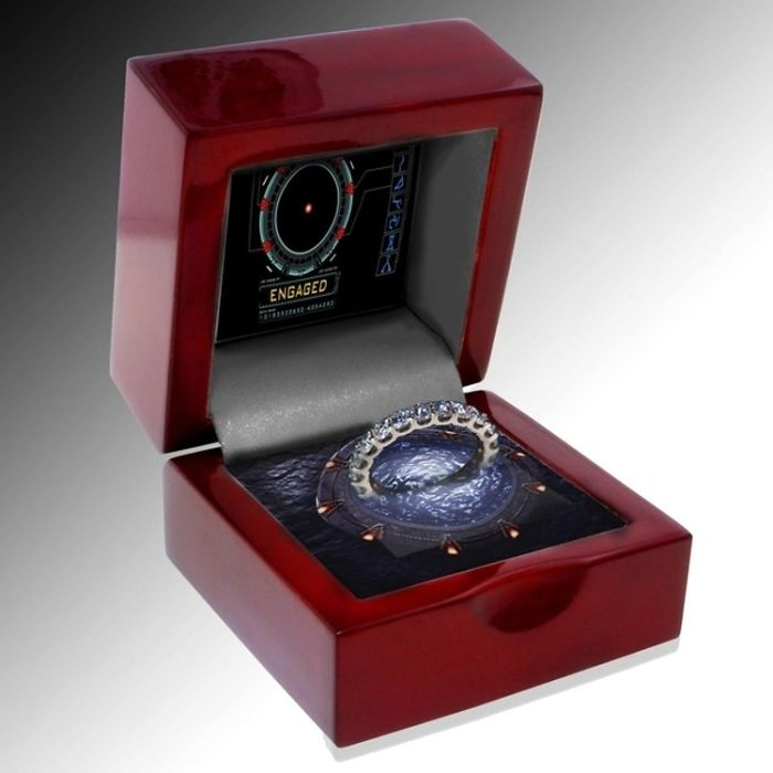 geeky-engagement-rings-boxes-proposal-ideas-39__700