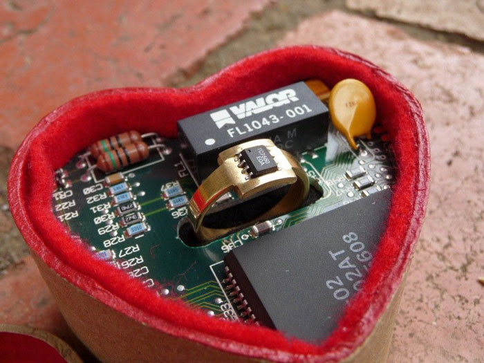 geeky-engagement-rings-boxes-proposal-ideas-451__700