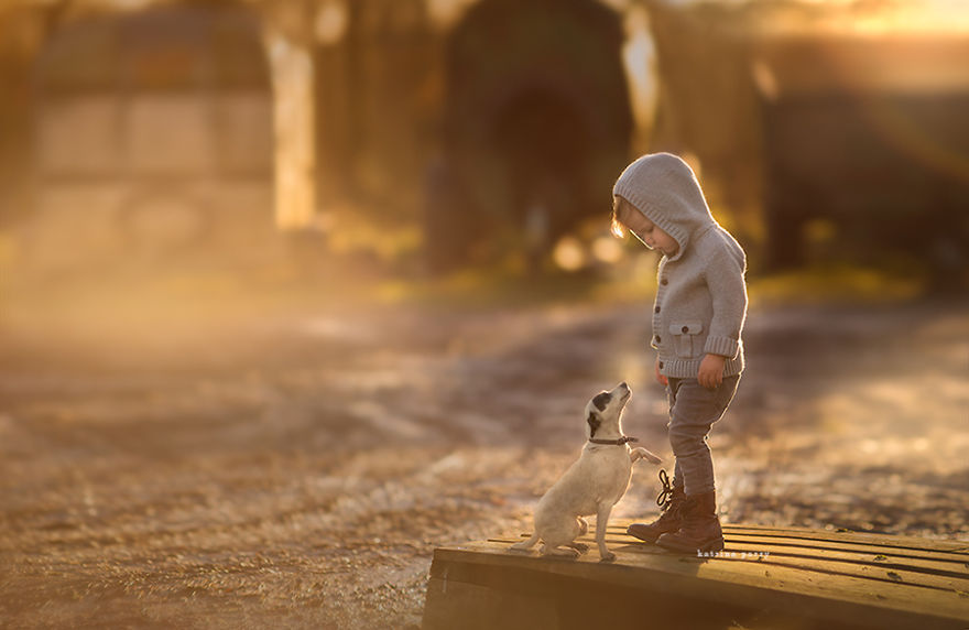 photographers-from-all-over-the-world-capture-amazing-photos-of-children-and-animals-32__880